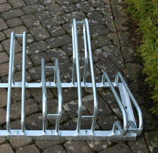 Bügelparker 2154 für zweiseitige Radeinstellung, Feuerverzinkter Stahl, 4 Einstellplätze (2 pro Seite)